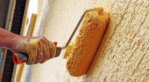 Покраска рельефной стены