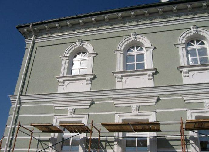 Применение фасадной штукатурки для стен