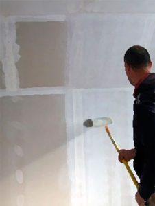Порядок грунтования стен перед шпаклевкой