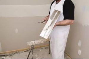 Шпаклевка и шпатлевка – материал, с помощью которого можно любую поверхность подготовить к созданию декоративного покрытия.