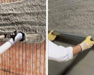 После нанесения смеси на промежуток стены между первыми двумя маяками один из рабочих продолжает работу, перемещаясь вдоль стены, а второй приступает к выравниванию смеси на поверхности стены.