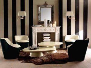 Полосатые покрытия являются наиболее популярным видом обоев для стен в зале.
