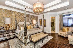 Королевская роскошь золотисто-белого дизайна спальни