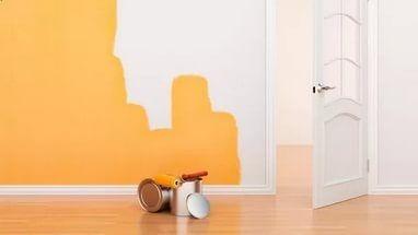 Правильно подготовленная стена позволит нанести краску ровным слоем, равномерно распределив ее по поверхности.