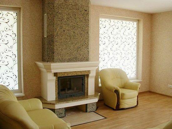 Применение мраморной штукатурки в интерьере комнаты