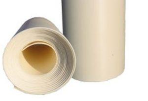 Теплоизоляционная подложка под обоями на стенах загородного дома предотвращает их промерзание.
