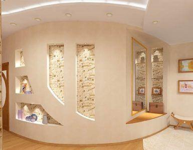 Декоративная стена из гипсокартона в прихожей