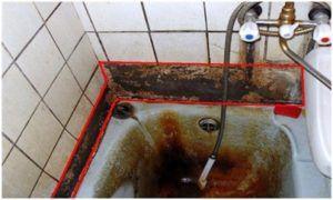 Печальные последствия открытого примыкания ванны к стенам