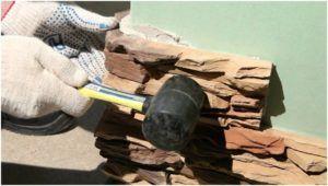 Укладка декоративного камня на стену с обоями